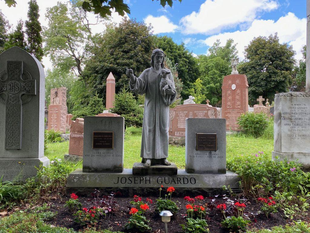 Monument funéraire - le Bon Pasteur