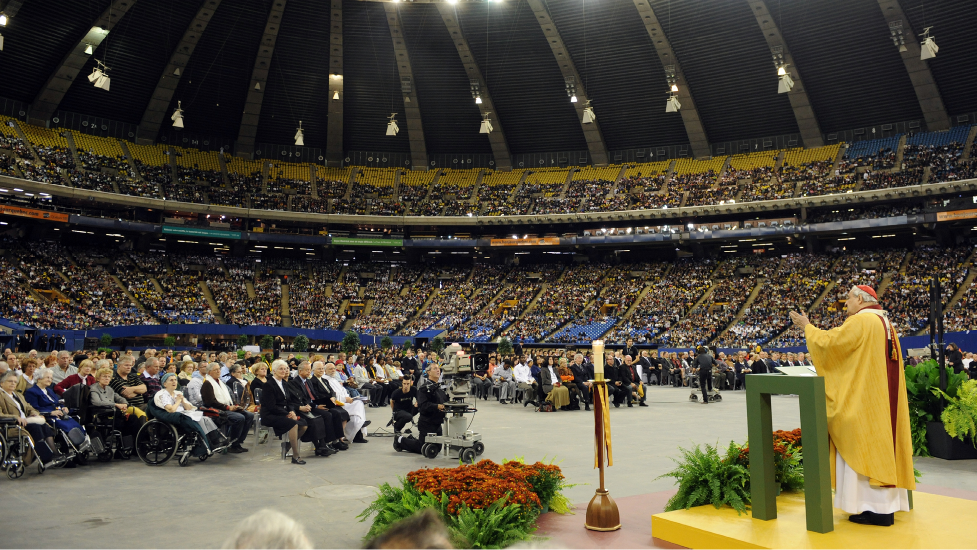 La grande messe d'action de grâce au Stade olympique. Comment archiver un événement récent?